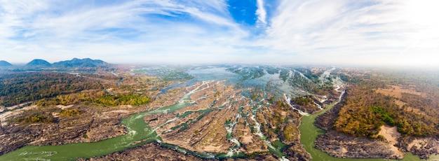 Vista aérea panorâmica 4000 ilhas do rio mekong, no laos, cachoeiras li phi Foto Premium