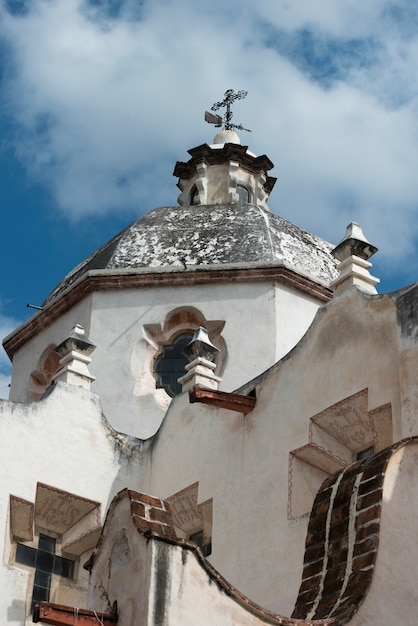 Vista baixa ângulo, de, a, exterior igreja, santuário, de, atotonilco, san miguel allende, guanajuato, m Foto Premium