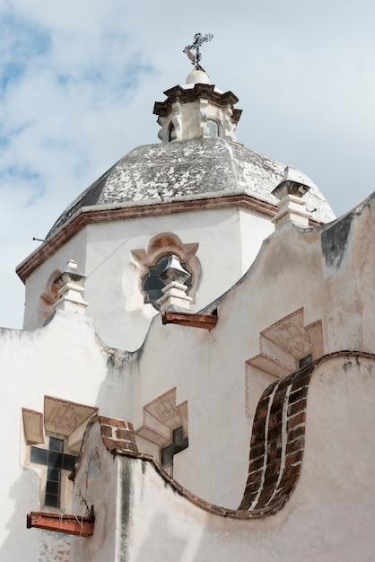 Vista baixa ângulo, de, a, igreja, santuário, de, atotonilco, san miguel allende, guanajuato, méxico Foto Premium