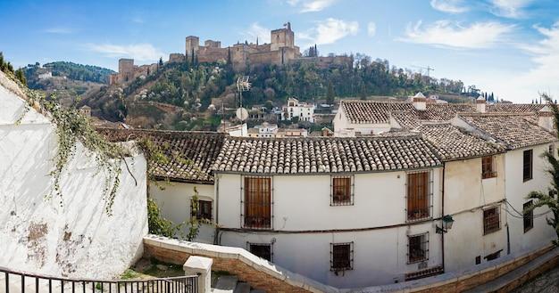 Vista da alhambra de granada a partir do albaicin Foto Premium
