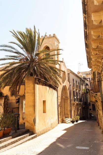 Vista da igreja de san martino vescovo, ortigia Foto Premium