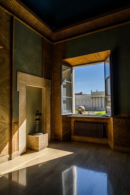 Vista da janela do pátio do museu do vaticano Foto Premium