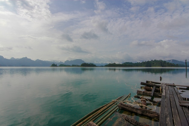 Vista da paisagem natural chiao lan dam Foto Premium
