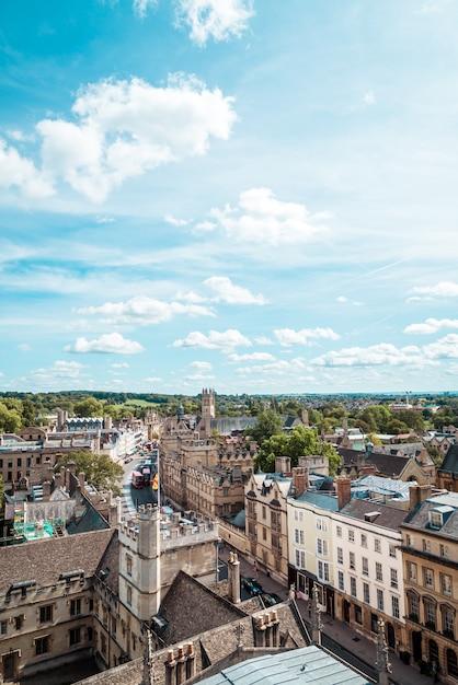 Vista de alto ângulo da high street de oxford Foto Premium