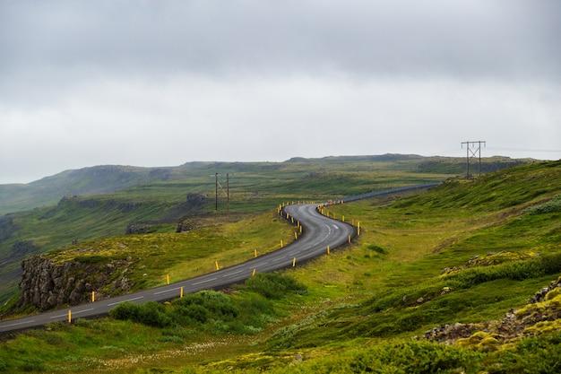 Vista, de, car, estrada, em, west-fjords, em, islândia, viagem estrada, em, verão Foto Premium