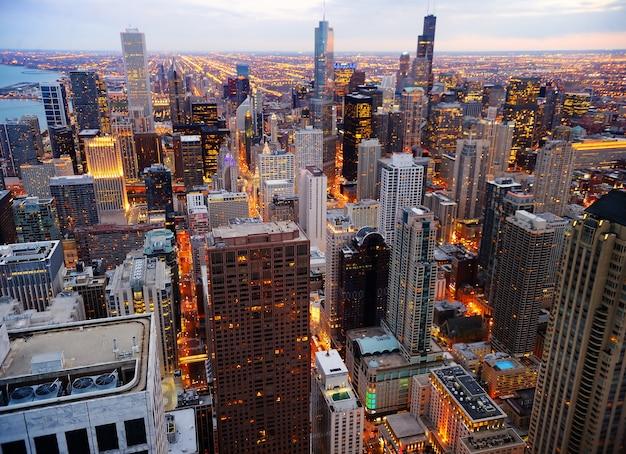 Vista, de, chicago, centro cidade, em, crepúsculo, de, alto, acima Foto Premium