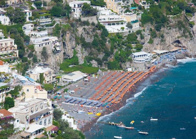 Vista de cima da praia de positano Foto Premium