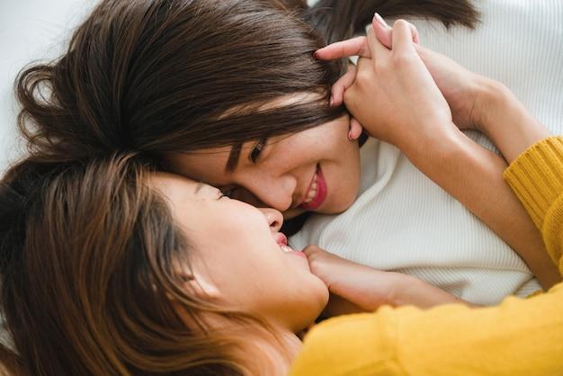 Resultado de imagem para casal lesbico