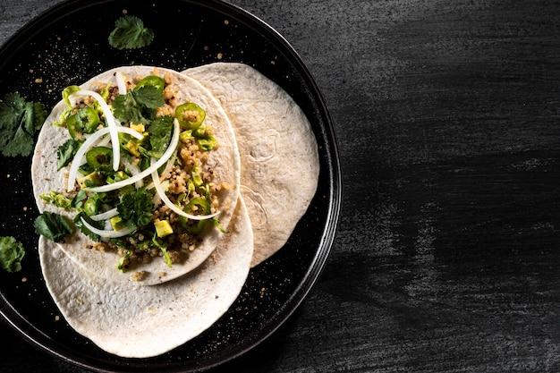 Vista de cima deliciosos tacos vegetarianos Foto gratuita