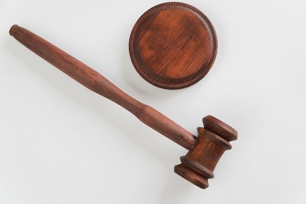 Vista de cima do juiz do martelo Foto gratuita