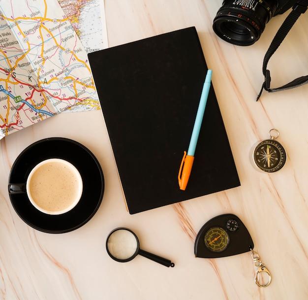Vista de cima planejamento agenda de viagens Foto gratuita
