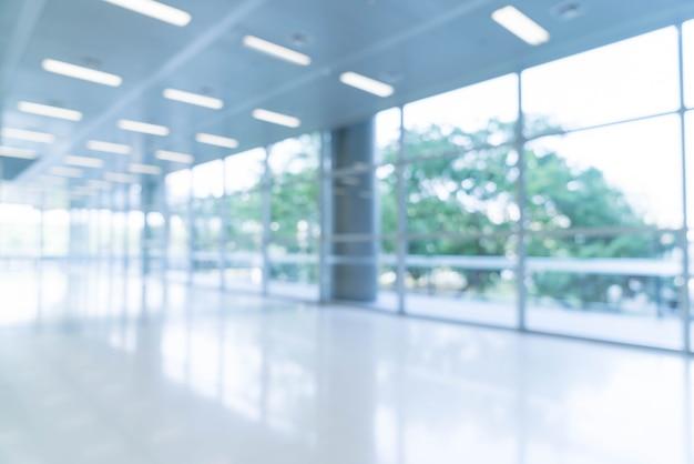 Vista de fundo abstrata do fundo abstrato borrada em direção ao vazio do lobby do escritório e portas de entrada e cortina de vidro com quadro Foto gratuita