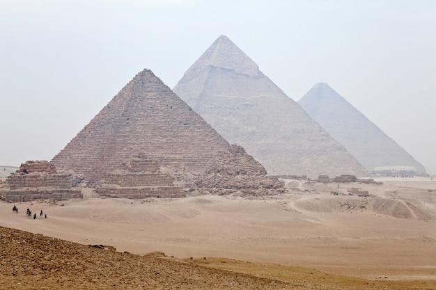 Vista, de, grande pirâmides giza, em, cairo, egito Foto Premium