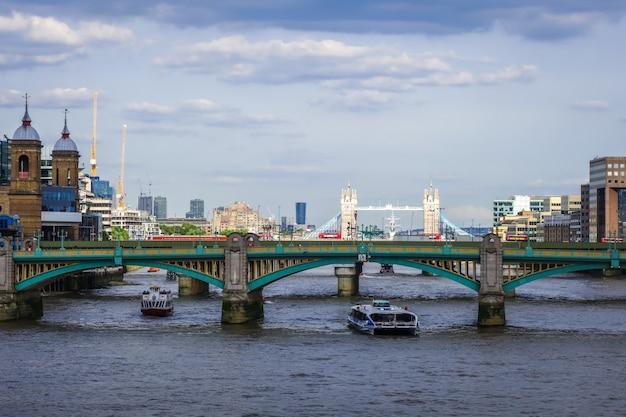 Vista de londres do rio tamisa, reino unido Foto Premium