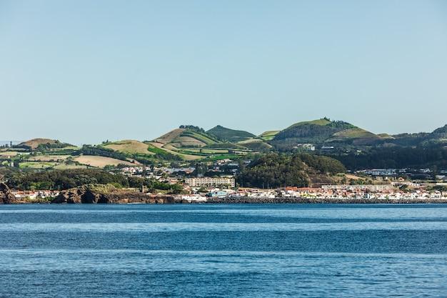 Vista de mar na ilha de são miguel na região autónoma portuguesa da ilha dos açores. Foto gratuita