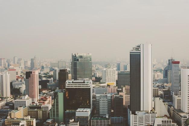 Vista, de, metro, cidade, edifícios, cityscape Foto gratuita