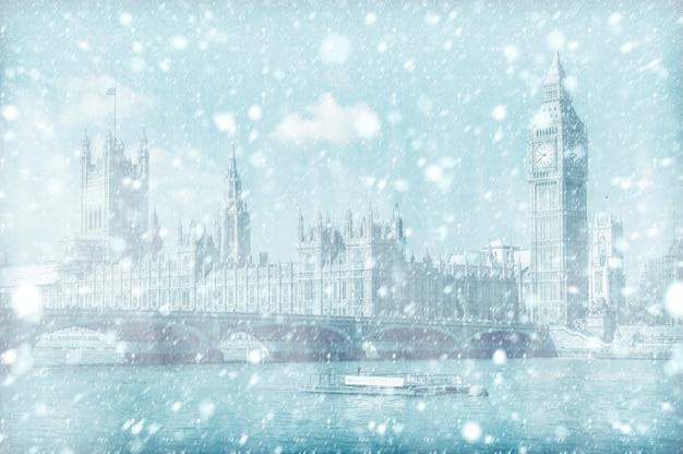 Vista, de, ponte westminster, e, casa parlamento, com, neve Foto Premium
