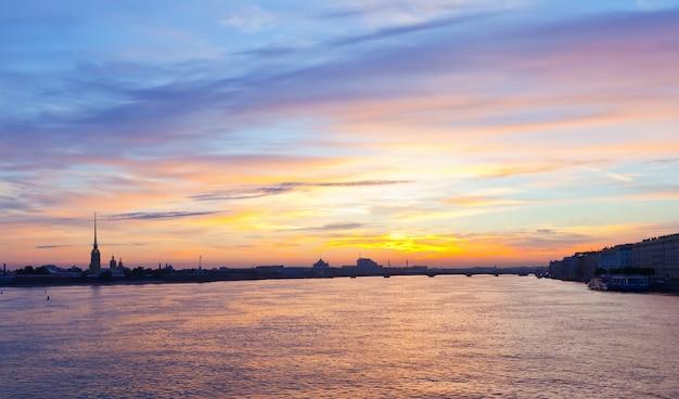 Vista de são petersburgo pela manhã Foto gratuita