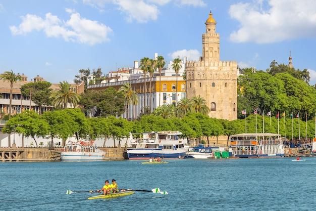 Vista, de, sevilha, cidade, e, torre del oro, em, verão, espanha Foto Premium