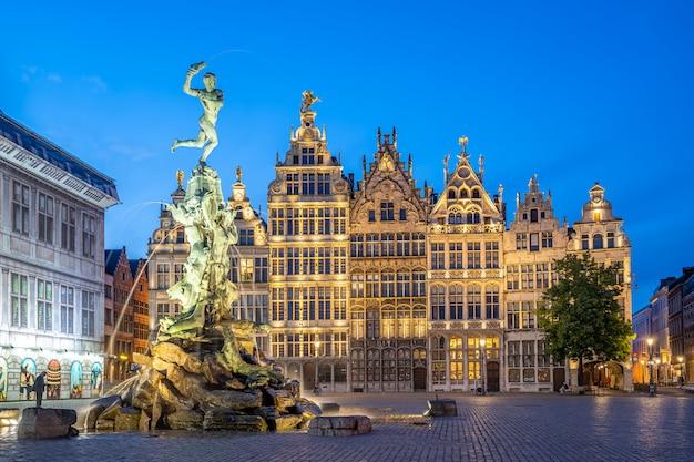 Vista de um marco em uma cidade europeia Foto Premium