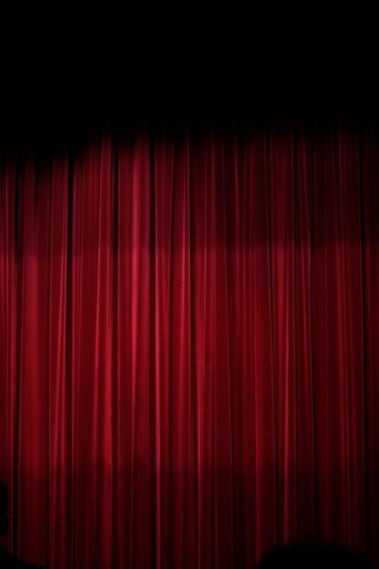 Vista de uma cortina vermelha de um estágio do teather. Foto Premium