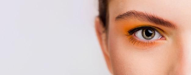 Vista do close-up do olho com espaço de cópia Foto Premium
