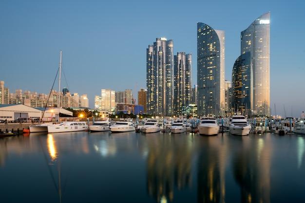 Vista do horizonte da cidade de busan no distrito de haeundae Foto Premium