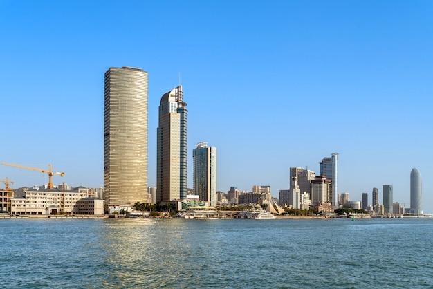 Vista do mar e da cidade de xiamen, china Foto Premium