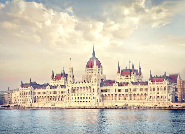 Vista do parlamento húngaro Foto Premium