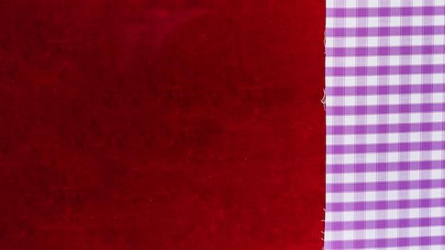 Vista elevada, de, checkered, padrão, têxtil, e, planície, borgonha, tecido Foto gratuita