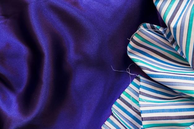 Vista elevada, de, colorido, tecido, material, ligado, suave, roxo, têxtil Foto gratuita