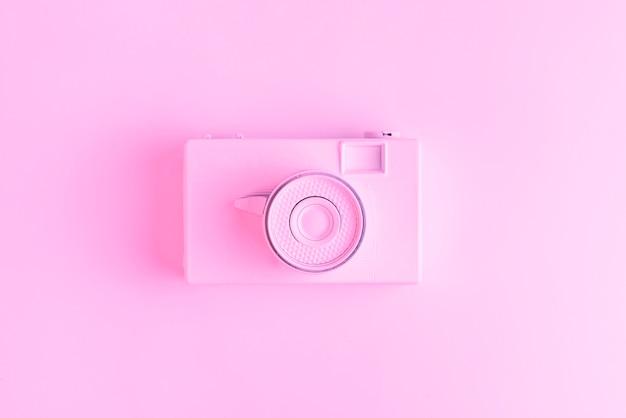 Vista elevada, de, vindima, antigas, câmera, sobre, cor-de-rosa, superfície Foto gratuita