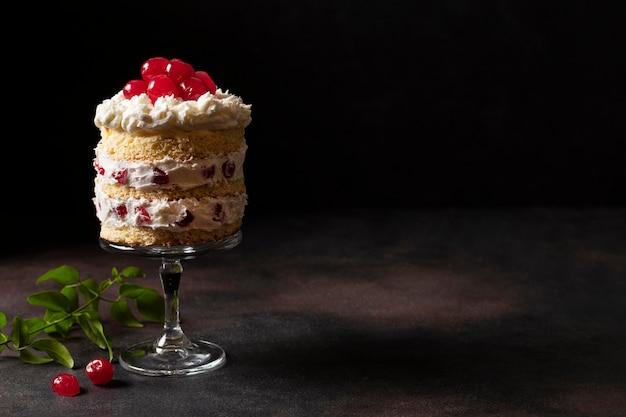 Vista frontal do conceito de bolo delicioso Foto Premium