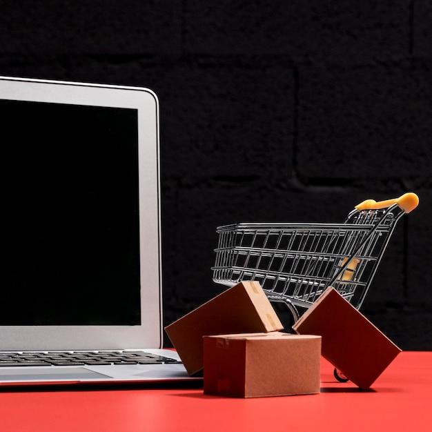 Vista frontal do conceito de compras online Foto gratuita