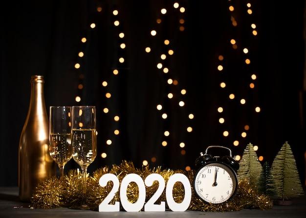 Vista frontal festa de boas vindas para o ano novo Foto gratuita