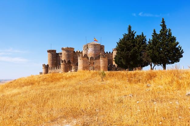Vista geral do castelo medieval em belmonte Foto gratuita