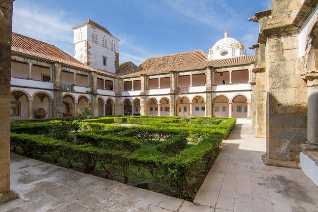 Vista interna do museu histórico bonito de faro, portugal. Foto Premium