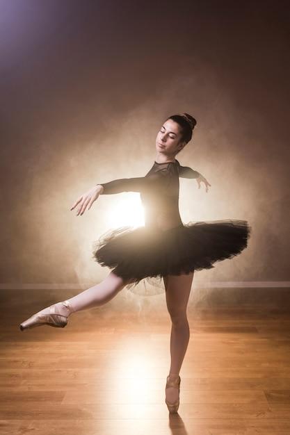 Vista lateral, bailarina, dançar Foto gratuita