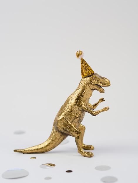 Vista lateral brinquedo dourado t-rex Foto gratuita