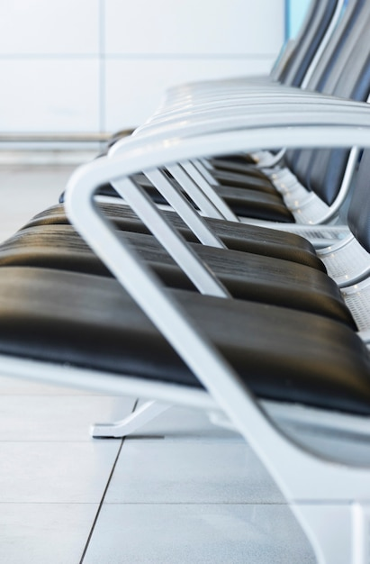 Vista lateral, de, cadeiras, em, aeroporto Foto gratuita