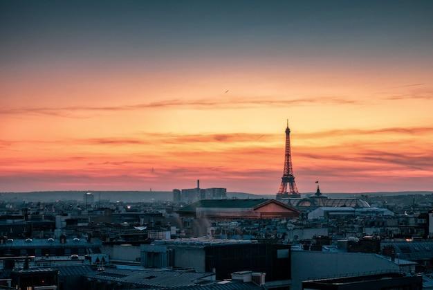 Vista, ligado, torre eiffel, em, pôr do sol Foto Premium