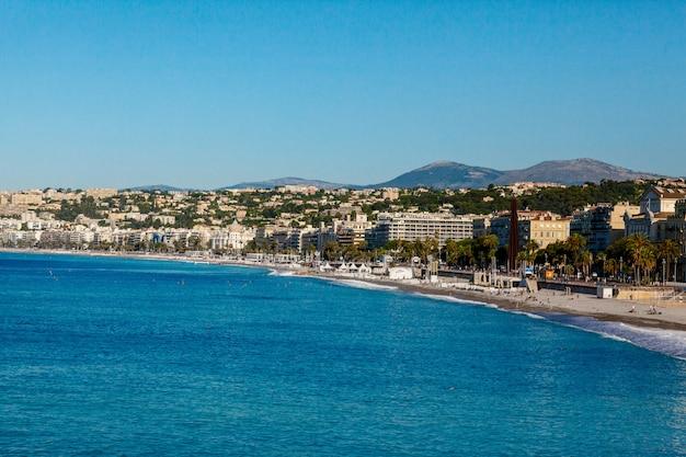 Vista panorâmica da cidade e da costa em nice, frança Foto Premium