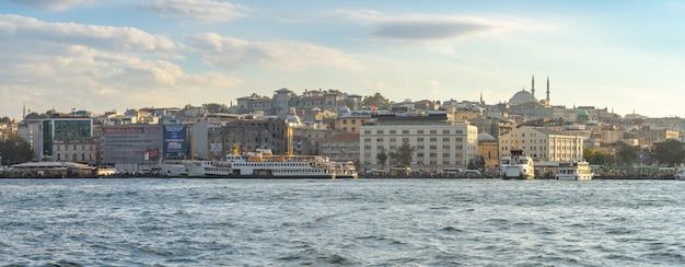 Vista panorâmica do horizonte da cidade de istambul, na cidade de istambul, turquia Foto Premium
