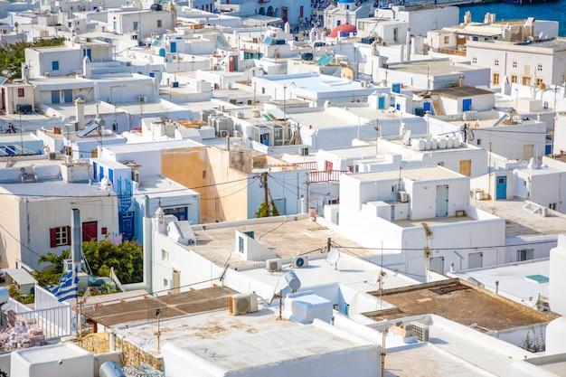 Vista panorâmica sobre a cidade de mykonos, com arquitetura branca, grécia Foto Premium
