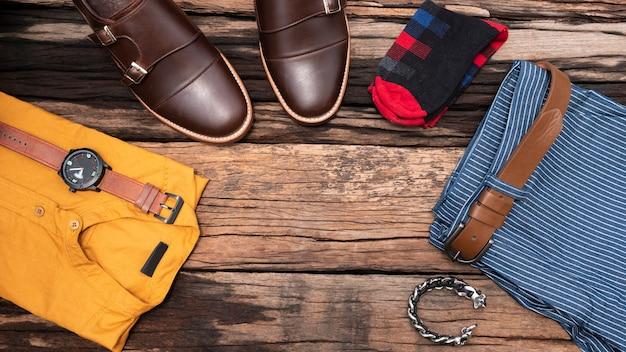 Vista plana, vista superior, acessórios masculinos e itens essenciais de viagem Foto Premium