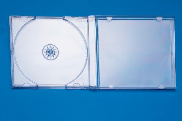 Vista próxima de um exemplo cd transparente vazio da jóia. Foto Premium
