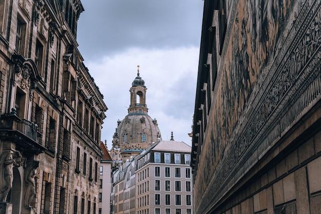 Vista sobre frauenkirche (igreja de nossa senhora) na cidade de dresden, alemanha europa Foto Premium