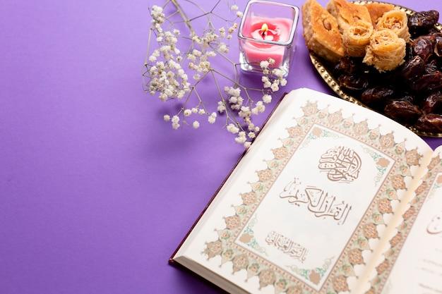 Vista superior ano novo mesa muçulmana Foto gratuita