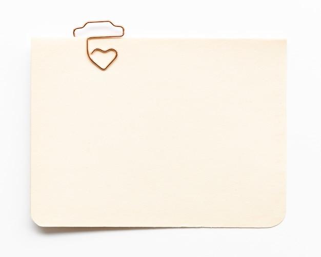 Vista superior cartão com gancho em forma de coração Foto gratuita