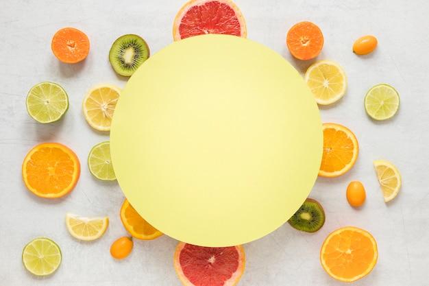 Vista superior coleção de frutas exóticas Foto gratuita